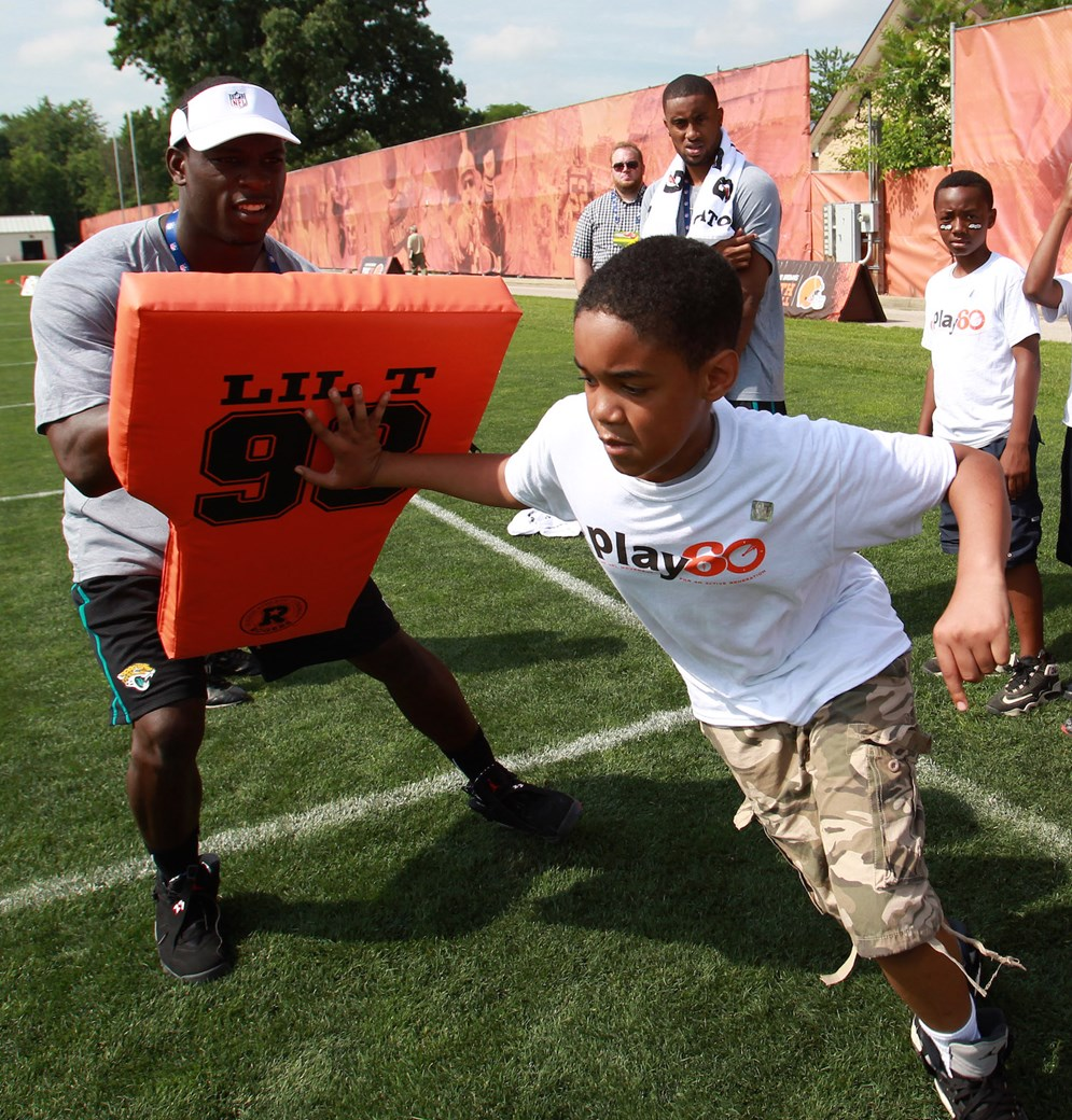 Jacksonville Jaguars' Telvin Smith participates in an NFL football Play 60 youth event at the Cleveland Browns practice facility as part of the 2014 NFL Rookie Symposium. (AP Photo/Aaron Josefczyk)