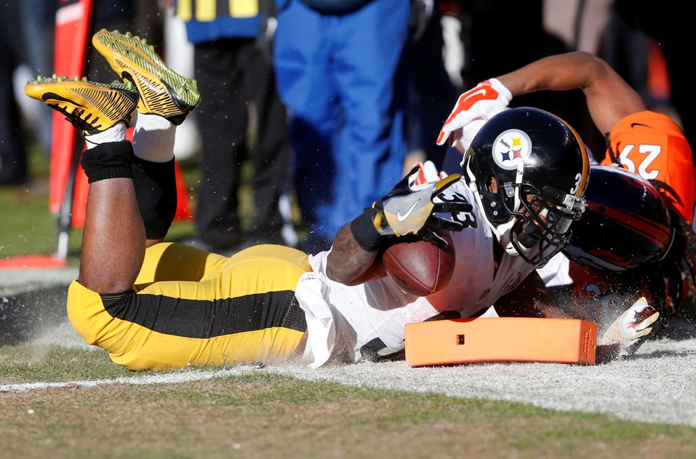 CBS viewers saw from the pylon camera that Pittsburgh Steelers running back Fitzgerald Toussaint came up short of the goal line during their 2016 AFC divisional playoff game against the Denver Broncos. Toussaint scored on the following play. (AP Photo/David Zalubowski)