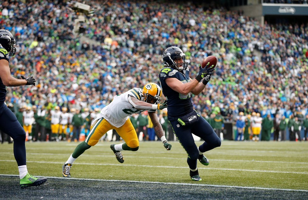 Seattle Seahawks tight end Luke Willson (82) catches a pass for a two-point conversion during the 2015 NFC Championship game. Changes to PAT rules could encourage teams to go for two more frequently. (AP Photo/Ric Tapia)