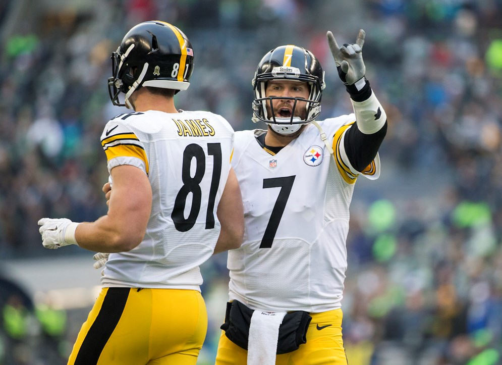 Pittsburgh Steelers quarterback Ben Roethlisberger signals that they are going for the 2-point conversion during a game against the Seattle Seahawks. The Steelers led the NFL in 2-point conversion attempts in 2015. (Greg Trott via AP)