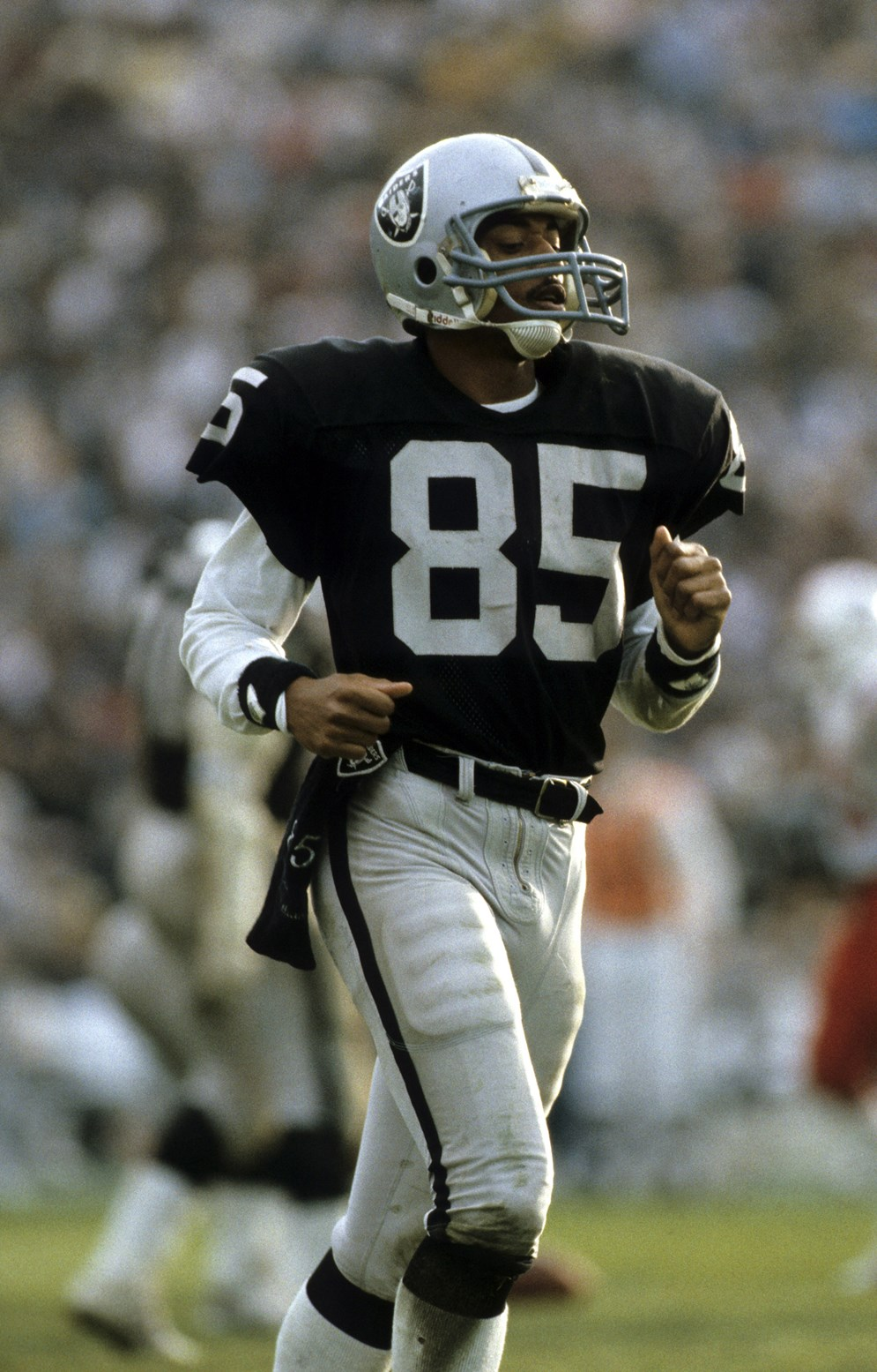 A miscommunicated instant replay call in October 1986 awarded Oakland Raiders receiver Dokie Williams a touchdown on a play that should have been ruled an incomplete pass. (AP Photo/NFL Photos)