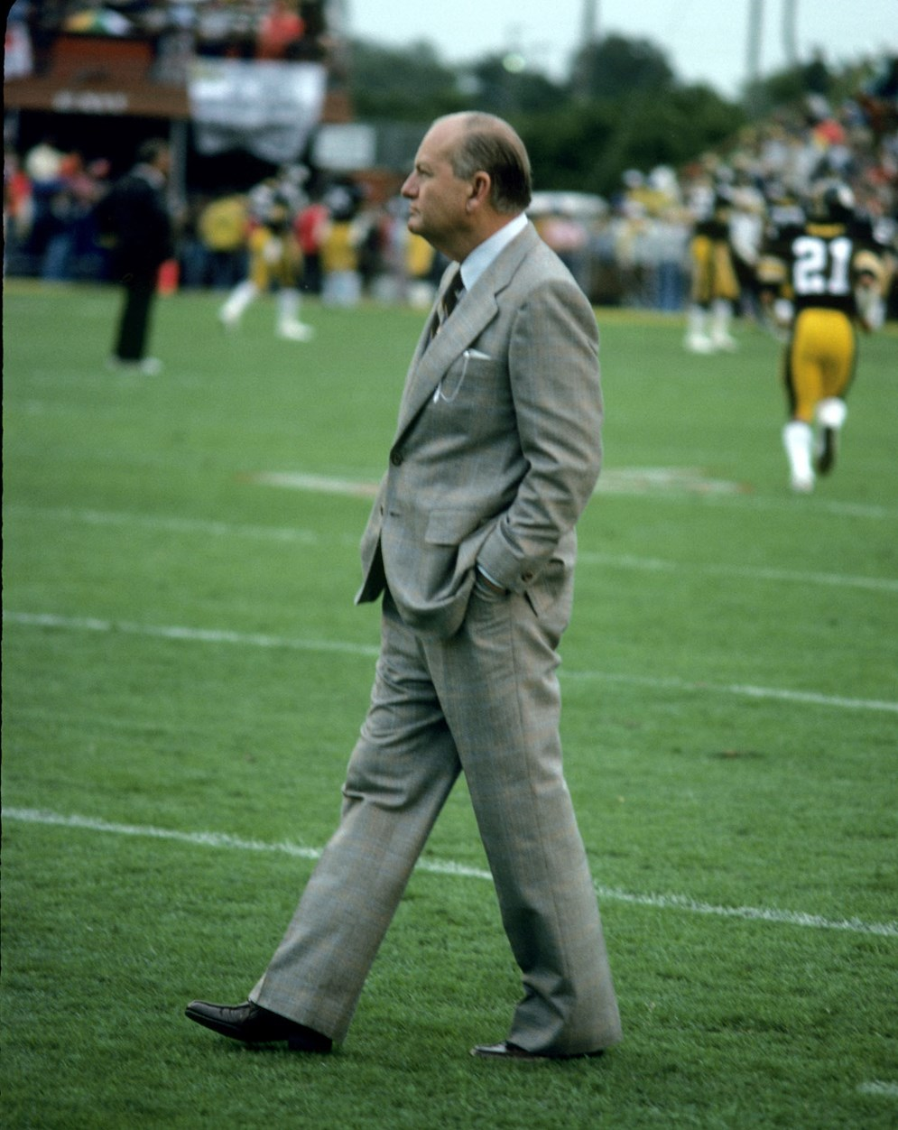 Dallas Cowboys president and general manager Tex Schramm stalks the sidelines before Super Bowl XIII, a 35-31 loss to the Pittsburgh Steelers on Jan. 21, 1979. (AP Photo/NFL Photos)