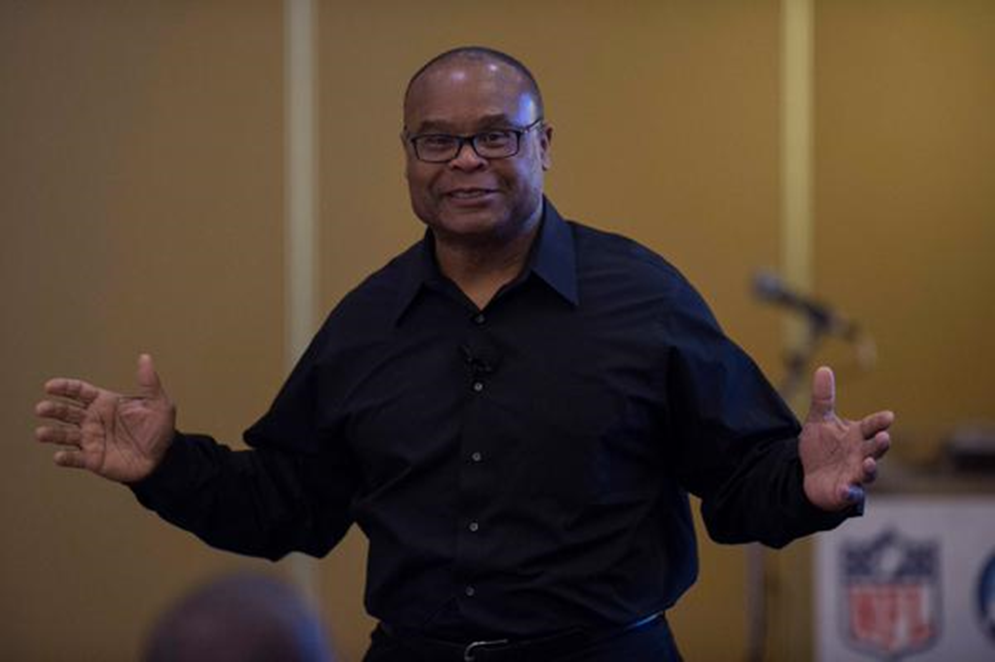 Mike Singletary, Hall of Fame linebacker and former NFL coach, delivers on of the keynote addresses at the 2015 NFL-NCAA Coaches Academy.