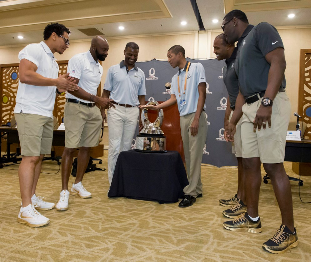 Team Rice co-captains Jerry Rice and Eric Davis and Team Irvin co-captains Michael Irvin Darren Woodson before the coin toss to determine draft order for the NFL football Pro Bowl, Tuesday, Jan. 26, 2016, in Kahuku, Hawaii. (AP Photo/Eugene Tanner)